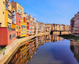 "Le ""Case Penjades"" di Girona: Scorci magici sul Fiume Onyar"